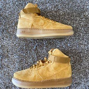 Boys Air Force 1 High LV8 Wheat Gum GS Size 4y NEW